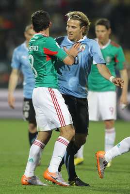 RUSTENBURG, SOUTH AFRICA - JUNE 22:  Diego Forlan of Uruguay argues with Israel Castro of Mexico during the 2010 FIFA World Cup South Africa Group A match between Mexico and Uruguay at the Royal Bafokeng Stadium on June 22, 2010 in Rustenburg, South Afric