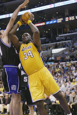 LOS ANGELES - MAY 24:  Shaquille O'Neal #34 of the Los Angeles Lakers goes to the basket against Vlade Divac #21 of the Sacramento Kings in Game three of the Western Conference Finals during the 2002 NBA Playoffs at Staples Center in Los Angeles, Californ
