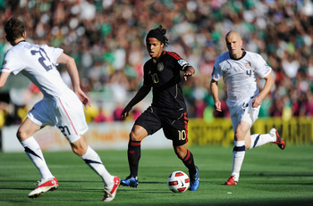 PASADENA, CA - JUNE 25:  Giovanni Dos Santos #10 of Mexico escapes from his defenders Michael Bradley #4 and Clarence Goodson #21 of the United States during the 2011 CONCACAF Gold Cup Championship at the Rose Bowl on June 25, 2011 in Pasadena, California