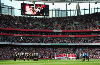 LONDON, ENGLAND - APRIL 17:  A general view during a minute's silence in tribute to former Arsenal director Danny Fiszman and the 96 Liverpool supporters who died in the Hillborough tragedy ahead of the Barclays Premier League match between Arsenal and Li