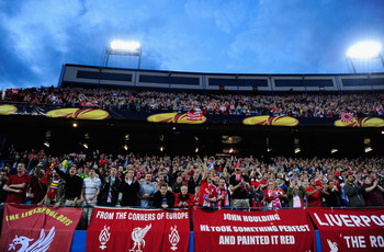 MADRID, SPAIN - APRIL 22:  Liverpool fans welcome their team prior the UEFA Europa League Semi Final first leg match between Atletico Madrid and Liverpool at the Vicente Calderon Stadium on April 22, 2010 in Madrid, Spain.  (Photo by Jamie McDonald/Getty
