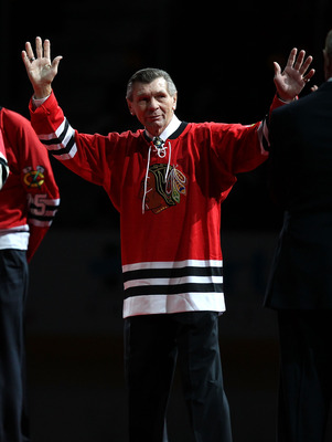 CHICAGO, IL - JANUARY 09: Former player Stan Mikita of the Chicago Blackhawks is introduced to the crowd during a Heritage Night to honor the 1961 Stanley Cup Championship team before a game against the New York Islanders at the United Center on January 9