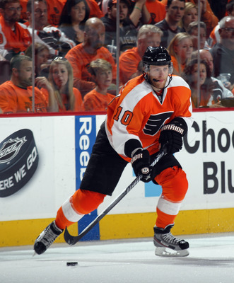 PHILADELPHIA, PA - APRIL 30: Kris Versteeg #10 of the Philadelphia Flyers skates against the Boston Bruins in Game One of the Eastern Conference Semifinals during the 2011 NHL Stanley Cup Playoffs at the Wells Fargo Center on April 30, 2011 in Philadelphi