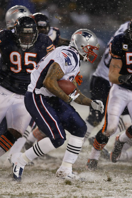 CHICAGO, IL - DECEMBER 12: Fred Taylor #21 of the New England Patriots runs against the Chicago Bears at Soldier Field on December 12, 2010 in Chicago, Illinois. The Patriots defeated the Bears 36-7. (Photo by Scott Boehm/Getty Images)