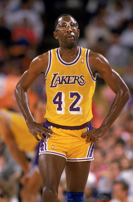 LOS ANGELES - 1989:  James Worthy #42 of the Los Angeles Lakers walks on the court during an NBA game at the Great Western Forum in Los Angeles, California in 1989. (Photo by: Mike Powell/Getty Images)