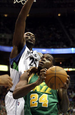 Jazzs-paul-millsap-here-facing-al-jefferson_display_image