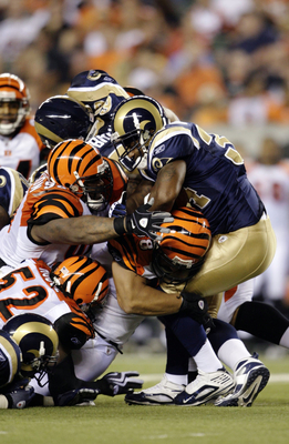 CINCINNATI, OH - AUGUST 27:  Running back Kenneth Darby #34 of the St. Louis Rams runs into a pile of Cincinnati Bengals defenders during the preseason game at Paul Brown Stadium on August 27, 2009 in Cincinnati, Ohio. (Photo by Andy Lyons/Getty Images)