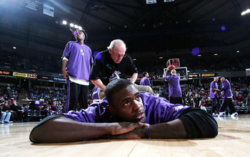 SACRAMENTO, CA - DECEMBER 23:  Chris Webber #4 of the Sacramento Kings warms up for the game against the Miami Heat on December 23, 2004 at Arco Arena in Sacramento, California. NOTE TO USER: User expressly acknowledges and agrees that, by downloading and