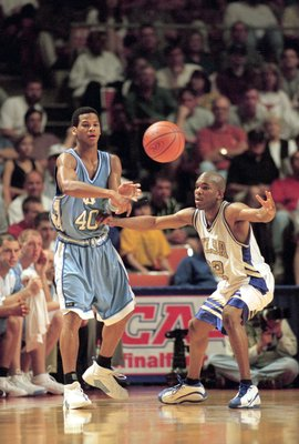 26 Mar 2000: Joseph Forte #40of the North Carolina Tar Heels passes during the NCAA South Regional Game against the Tulsa Golden Hurricanes at the Frank Erwin Center in Auburn, Texas. The Tar Heels defeated the Golden Hurricanes 59-55. Mandatory Credit: E