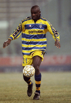 23 Jan 2000:  Lilian Thuram of Parma in action during the Italian Serie A match against Perugia, Italy. Parma won the game 1-0. \ Mandatory Credit: Claudio Villa /Allsport