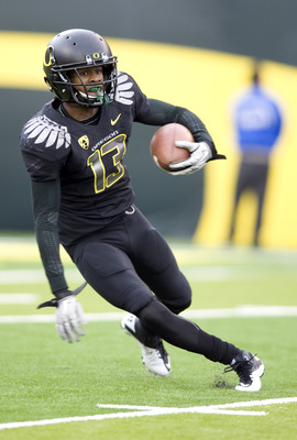 EUGENE, OR - NOVEMBER 6: Cornerback Cliff Harris #13 of the Oregon Ducks runs back a punt in the fourth quarter of the game against the Washington Huskies at Autzen Stadium on November 6, 2010 in Eugene, Oregon. The Ducks won the game 53-16. (Photo by Ste