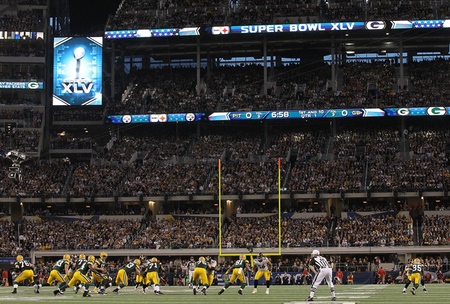ARLINGTON, TX - FEBRUARY 06:  The Green Bay Packers play against the Pittsburgh Steelers during Super Bowl XLV at Cowboys Stadium on February 6, 2011 in Arlington, Texas.  (Photo by Ronald Martinez/Getty Images)