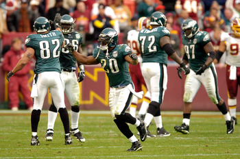 LANDOVER, MD - NOVEMBER 11:  Brian Dawkins #20 of the Philadelphia Eagles celebrates after stopping the Washington Redskins on fourth down in the fourth quarter November 11, 2007 at FedEx Field in Landover, Maryland.  (Photo by Greg Fiume/Getty Images)