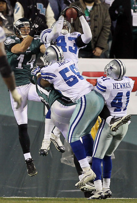 PHILADELPHIA, PA - JANUARY 02:  Gerald Sensabaugh #43 of the Dallas Cowboys intercepts a pass intended for Jason Avant #81 of the Philadelphia Eagles at Lincoln Financial Field on January 2, 2011 in Philadelphia, Pennsylvania.  (Photo by Jim McIsaac/Getty