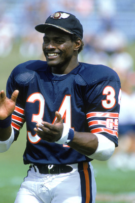 AUGUST - 1985:  Running back Walter Payton #34 of the Chicago Bears smiles during training camp in 1985. (Photo by Jonathan Daniel/Getty Images)
