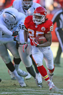 KANSAS CITY, MO - JANUARY 02:  Running back Jamaal Charles #25 of the Kansas City Chiefs runs down field in a game against the Oakland Raiders at Arrowhead Stadium on January 2, 2011 in Kansas City, Missouri.  The Raiders won 31-10 (Photo by Tim Umphrey/G