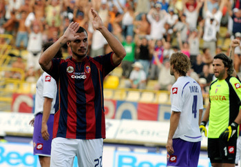 BOLOGNA, ITALY - AUGUST 22:  Pablo Osvaldo of Bologna celebrates after scoring the opening goal of the Serie A match between Bologna and Fiorentina at the Renato Dall'Ara Stadium on August 22, 2009 in Bologna, Italy.  (Photo by Roberto Serra/Getty Images)