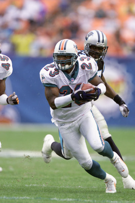 4 Nov 2001 : Patrick Surtain of the Miami Dolphins heads downfield against the Carolina Panthers during the game at Pro Player Stadium in Miami, Florida. DIGITAL IMAGE. Mandatory Credit: Eliot Schechter/Allsport