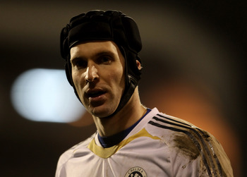 LONDON, ENGLAND - FEBRUARY 14:  Petr Cech of Chelsea looks on prior to the Barclays Premier League match between Fulham and Chelsea at Craven Cottage on February 14, 2011 in London, England.  (Photo by Scott Heavey/Getty Images)