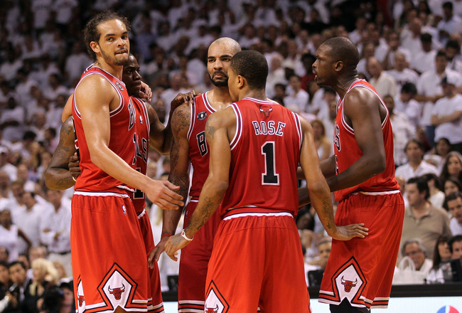 MIAMI, FL - MAY 24:  (L-R) Joakim Noah #13, Ronnie Brewer #11, Carlos Boozer #5, Derrick Rose #1 and Luol Deng #9 of the Chicago Bulls huddle up against the Miami Heat in Game Four of the Eastern Conference Finals during the 2011 NBA Playoffs on May 24, 2