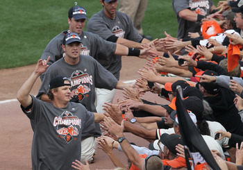 Giants celebrate winning NL West with fans at AT&amp;T Park