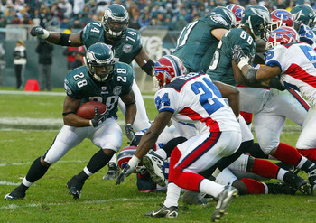 PHILADELPHIA - DECEMBER 30:  Correll Buckhalter #28 of the Philadelphia Eagles runs the ball against the Buffalo Bills on December 30, 2007 at Lincoln Financial Field in Philadelphia, Pennsylvania. The Eagles defeated the Bills 17-9.  (Photo by Jim McIsaa