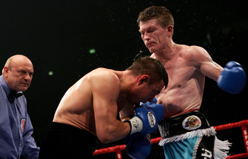 MANCHESTER, ENGLAND - JUNE 4:  Ricky Hatton (R) fights against Kostya Tszyu (C) during the IBF light welterweight title fight at the MEN Arena on June 4, 2005 in Manchester, England.  (Photo by John Gichigi/Getty Images)