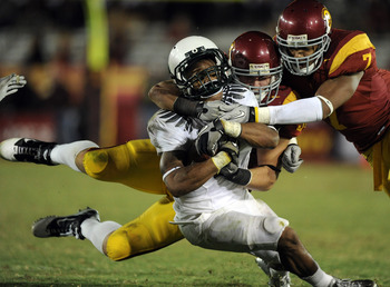 LOS ANGELES, CA - OCTOBER 30:  LaMichael James #21 of the Oregon Ducks takes a hit from Chris Galippo and T.J. McDonald #7 of the USC Trojans during the fourth quarter at Los Angeles Memorial Coliseum on October 30, 2010 in Los Angeles, California.  (Phot