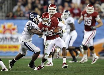 GLENDALE, AZ - JANUARY 01:  Ryan Broyles #85 of the Oklahoma Sooners of the Oklahoma Sooners runs after a catch as Gary Wilburn #21 of the Connecticut Huskies goes for the tackle during the Tostitos Fiesta Bowl at the Universtity of Phoenix Stadium on Jan