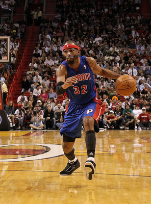 MIAMI, FL - DECEMBER 01:  Richard Hamilton #32 of the Detroit Pistons dribbles around LeBron James #6 of the Miami Heat during a game at American Airlines Arena on December 1, 2010 in Miami, Florida. NOTE TO USER: User expressly acknowledges and agrees th