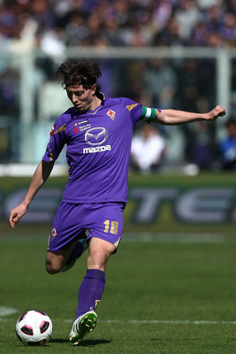 FLORENCE, ITALY - MARCH 20:  Riccardo Montolivo of ACF Fiorentina in action during the Serie A match between ACF Fiorentina and AS Roma at Stadio Artemio Franchi on March 20, 2011 in Florence, Italy.  (Photo by Paolo Bruno/Getty Images)