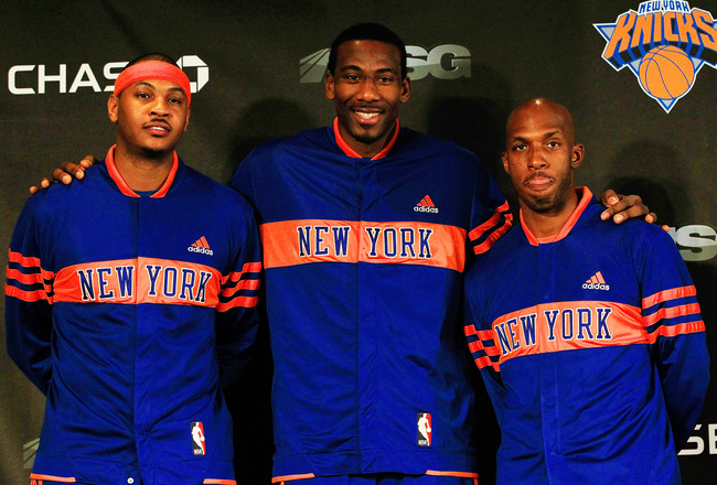 NEW YORK, NY - FEBRUARY 23:  Amar'e Stoudemire (C) of the New York Knicks introduces new players Carmelo Anthony (L) and Chauncy Billups (R) at a press conference at Madison Square Garden on February 23, 2011 in New York City. NOTE TO USER: User expressly