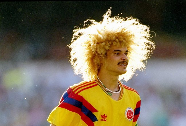 1990:  Carlos Valderrama of Colombia in action during a World Cup game against Cameroon in Italy.  Cameroon won the game 2-1. Mandatory Credit: David Cannon  /Allsport