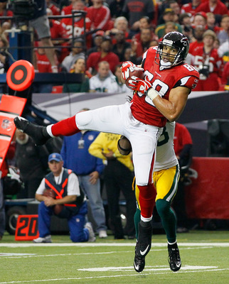 ATLANTA - NOVEMBER 28:  Tony Gonzalez #88 of the Atlanta Falcons pulls in this reception against Tramon Williams #38 of the Green Bay Packers at Georgia Dome on November 28, 2010 in Atlanta, Georgia.  (Photo by Kevin C. Cox/Getty Images)