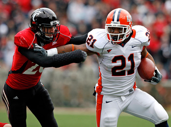 CINCINNATI - NOVEMBER 27:  Brad Jones #25 of the Cincinnati Bearcats reaches for Jason Ford #21 of the Illinois Fighting Illini during the game at Nippert Stadium on November 27, 2009 in Cincinnati, Ohio.  (Photo by Andy Lyons/Getty Images)
