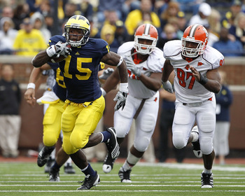 ANN ARBOR, MI - SEPTEMBER 25:  Michael Cox #15 of the Michigan Wolverines runs for a 35 yard gain in the fourth quarter during the game against Bowling Green on September 25, 2010 at Michigan Stadium in Ann Arbor, Michigan. Michigan defeated Bowling Green