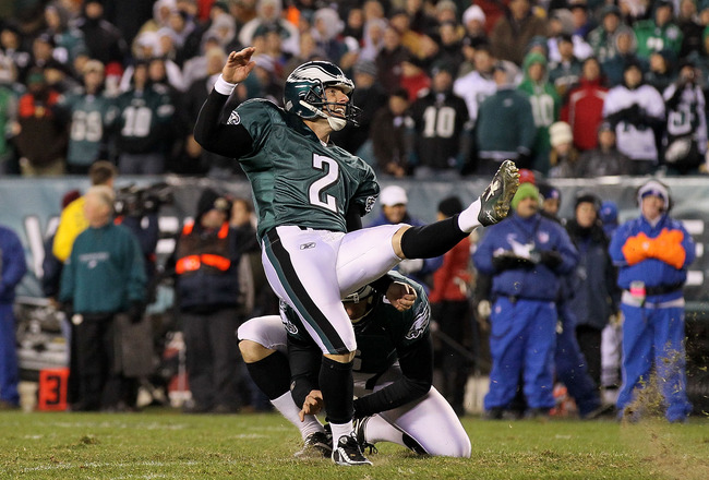 PHILADELPHIA, PA - DECEMBER 02:  Place kicker David Akers #2 of the Philadelphia Eagles attempts a kick from the hold of Sav Rocca #6 against the Houston Texans at Lincoln Financial Field on December 2, 2010 in Philadelphia, Pennsylvania.  (Photo by Jim M