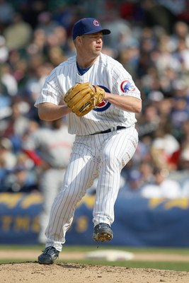 CHICAGO - APRIL 17:  Jon Lieber #32 of the Chicago Cubs delivers a pitch against the Cincinnati Reds on April 17, 2008 at Wrigley Field in Chicago, Illinois. (Photo by Jonathan Daniel/Getty Images)