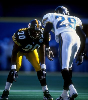 22 Nov 1998:  Cornerback Dewayne Washington #20 of the Pittsburgh Steelers lines up against Tawambi Settles #29 of the Jacksonville Jaguars during a game at the Three Rivers Stadium in Pittsburgh, Pennsylvania. The Steelers defeated the Jaguars 30-15. Man