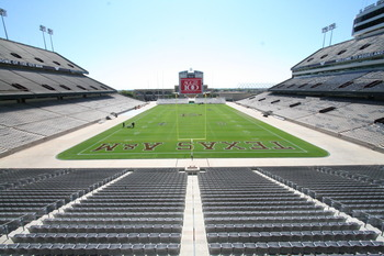 Kyle_field-empty_2006_display_image