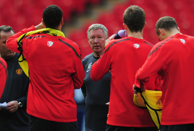LONDON, ENGLAND - MAY 27:  Sir Alex Ferguson manager of Manchester United talks to the players  during a Manchester United training session prior to the UEFA Champions League final versus Barcelona at Wembley Stadium on May 27, 2011 in London, England.  (