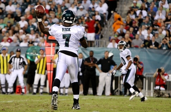 PHILADELPHIA, PA - AUGUST 27:  Michael Vick #7 throws a pass to DeSean Jackson #10 of the Philadelphia Eagles during the preseason game against the Jacksonville Jaguars at Lincoln Financial Field on August 27, 2009 in Philadelphia, Pennsylvania.  (Photo b