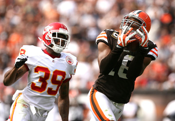 CLEVELAND - SEPTEMBER 19:  Wide receiver Joshua Cribbs #16 of the Cleveland Browns makes a reception for a touchdown in front of cornerback Brandon Carr #39 of the Kansas City Chiefs at Cleveland Browns Stadium on September 19, 2010 in Cleveland, Ohio.  (