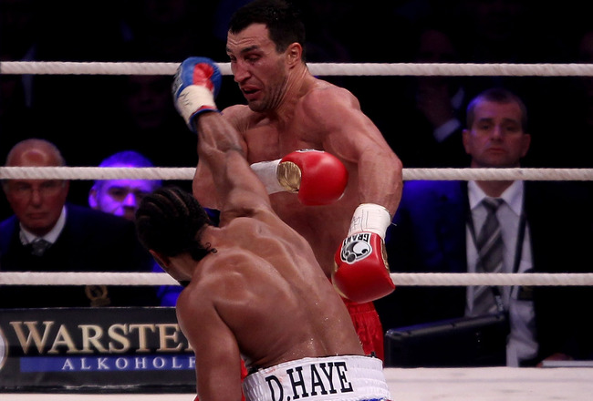 HAMBURG, GERMANY - JULY 02:  Wladimir Klitschko in action with David Haye during their World Heavyweight unification title fight at the Imtech Arena on July 2, 2011 in Hamburg, Germany.  (Photo by Scott Heavey/Getty Images)
