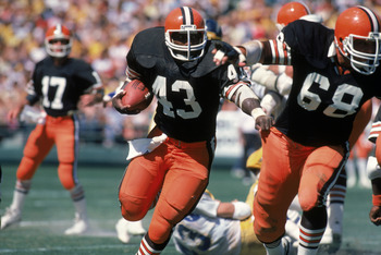SAN DIEGO - SEPTEMBER 25:  Full back Mike Pruitt #43 of the Cleveland Browns follows his blocker center Robert Jackson #68 during a game against the San Diego Chargers at Jack Murphy Stadium on September 25, 1983 in San Diego, California.  The Browns won