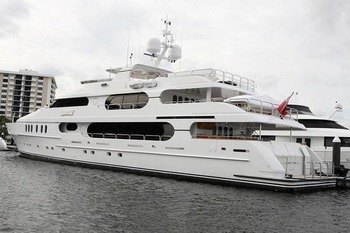 Tiger-woods-yacht-pictures-privacy-who-built-it-details-price-09_display_image