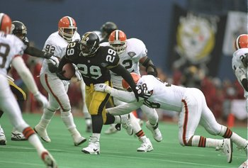 7 Jan 1995:  Running back Barry Foster of the Pittsburgh Steelers moves the ball during a playoff game against the Cleveland Browns at Three Rivers Stadium in Pittsburgh, Pennsylvania.  The Steelers won the game, 29-9. Mandatory Credit: Simon Bruty  /Alls