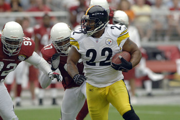 Pittsburgh Steelers running back Duce Staley rushes upfield against the Arizona Cardinals August 12, 2006.  The Cardinals opened a new stadium in Glendale, Arizona and won 21 - 13.  (Photo by Al Messerschmidt/Getty Images)