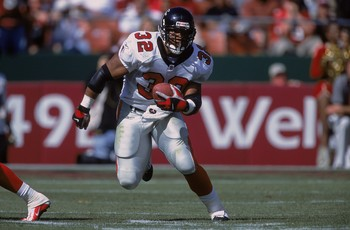 9 Sep 2001:  Jamal Anderson #32 of the Atlanta Falcons running with the ball during the game against the San Francisco 49ers at 3Com Park in San Francisco, Claifornia.  The 49ers defeated the Falcons 16-13.Mandatory Credit: Tom Hauck  /Allsport