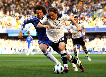 LONDON, ENGLAND - APRIL 30:  Luka Modric of Spurs is pusued by David Luiz of Chelsea during the Barclays Premier League match between Chelsea and Tottenham Hotspur at Stamford Bridge on April 30, 2011 in London, England.  (Photo by Clive Rose/Getty Images